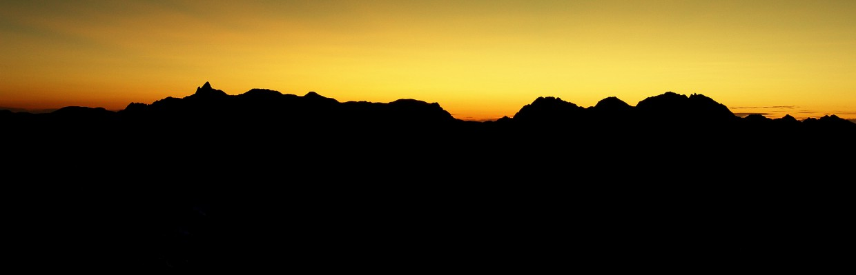 cropped-0930-dawn-north-alps.jpg