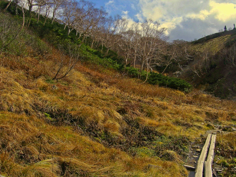 Returning to Mitsumata across the headwaters of the Kurobe River